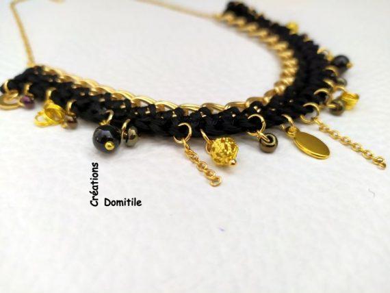 collier breloques noir et or